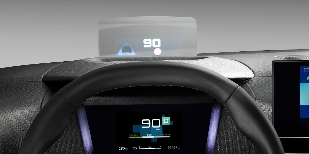 Head-up Display a cores do novo Citroen C4, a marcar velocidade 90Km/h